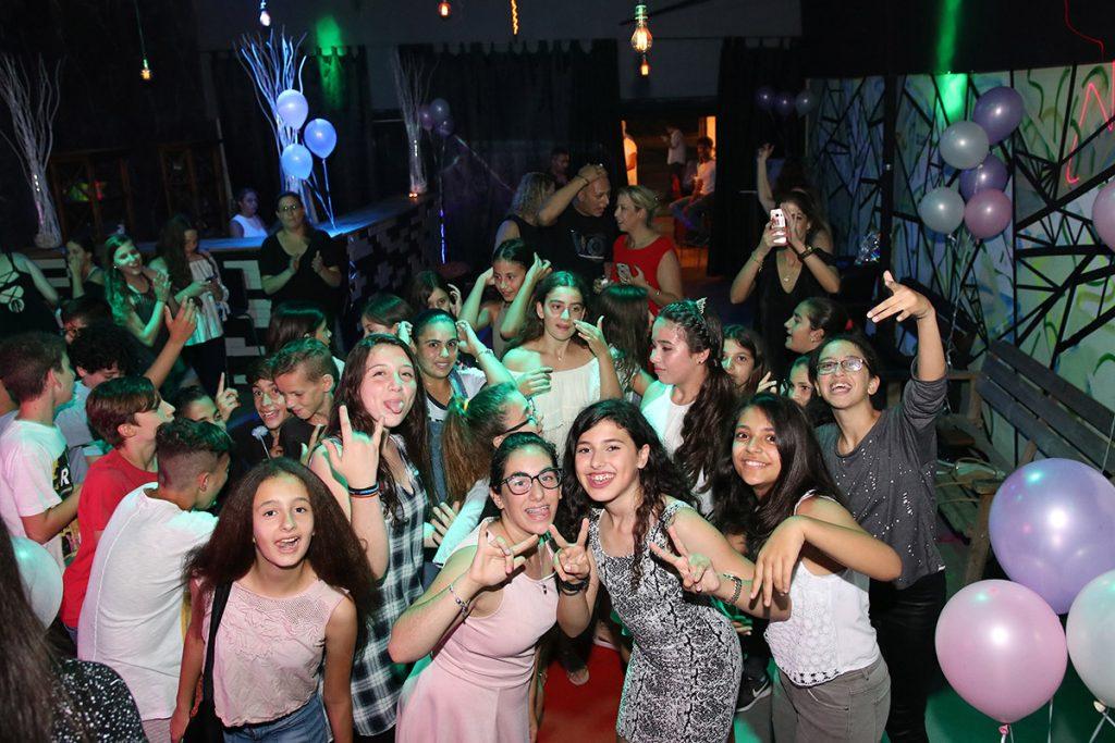 תמונה של חגיגת במועדון לבת מצווה ביהוד