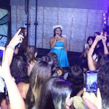 תמונה של כלת בת מצווה שרה במועדון לאירועים